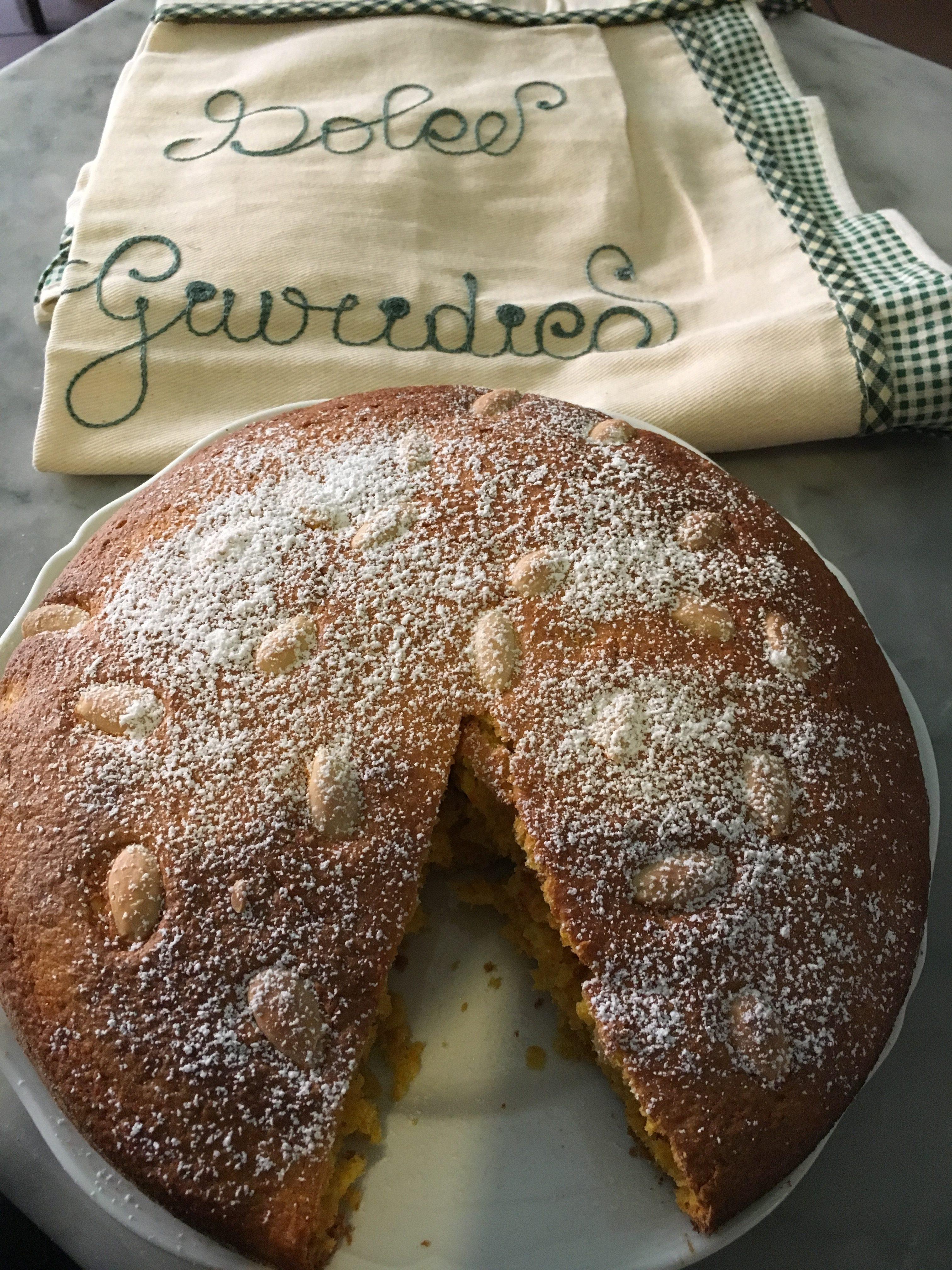 TORTA CAROTA E MANDORLE