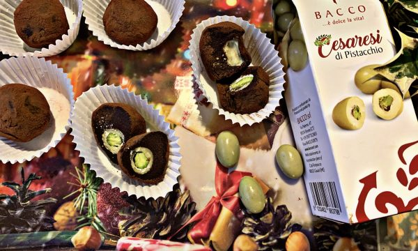 Tartufini al cioccolato con cuore di pistacchio