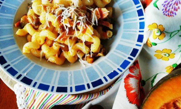 Pasta zucca, funghi e speck