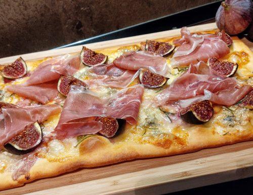 Pizza gorgonzola, fichi e prosciutto crudo