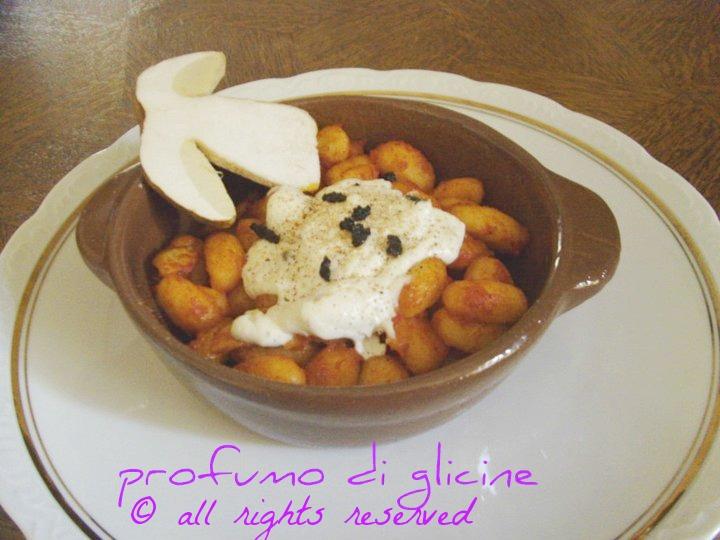 Gnocchi ai porcini in crema di tartufo ricette pasta fresca fatta in casa nella cucina di profumo di glicine