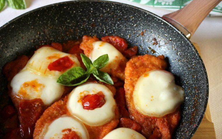 Cotoletta di pollo alla pizzaiola – Saporita e filante