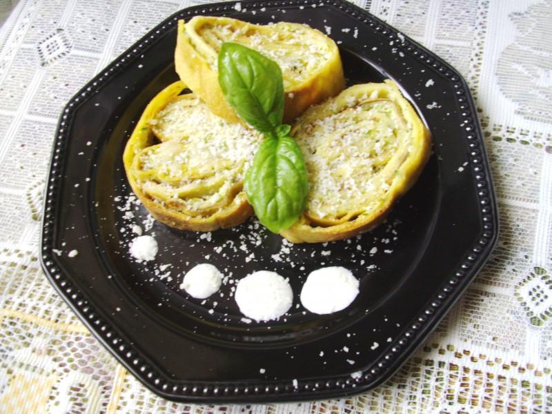 crespelle di zucchine in crema di basilico