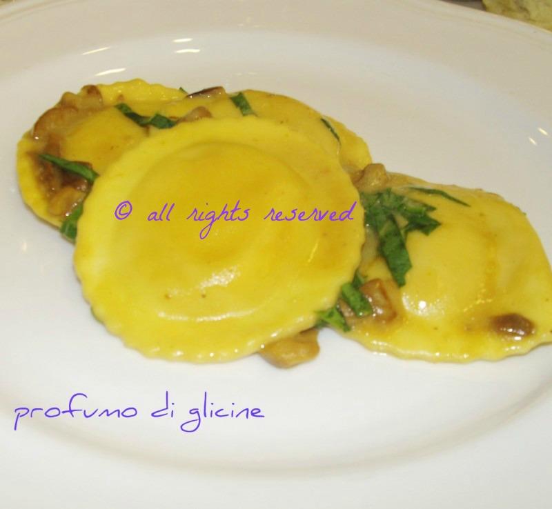 margherite di zucca e patate al sugo di funghi porcini ricetta pasta ripiene nella cucina di profumo di glicine