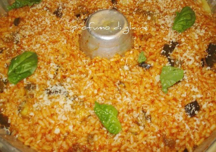 Savarin di riso con salsiccia e melanzane