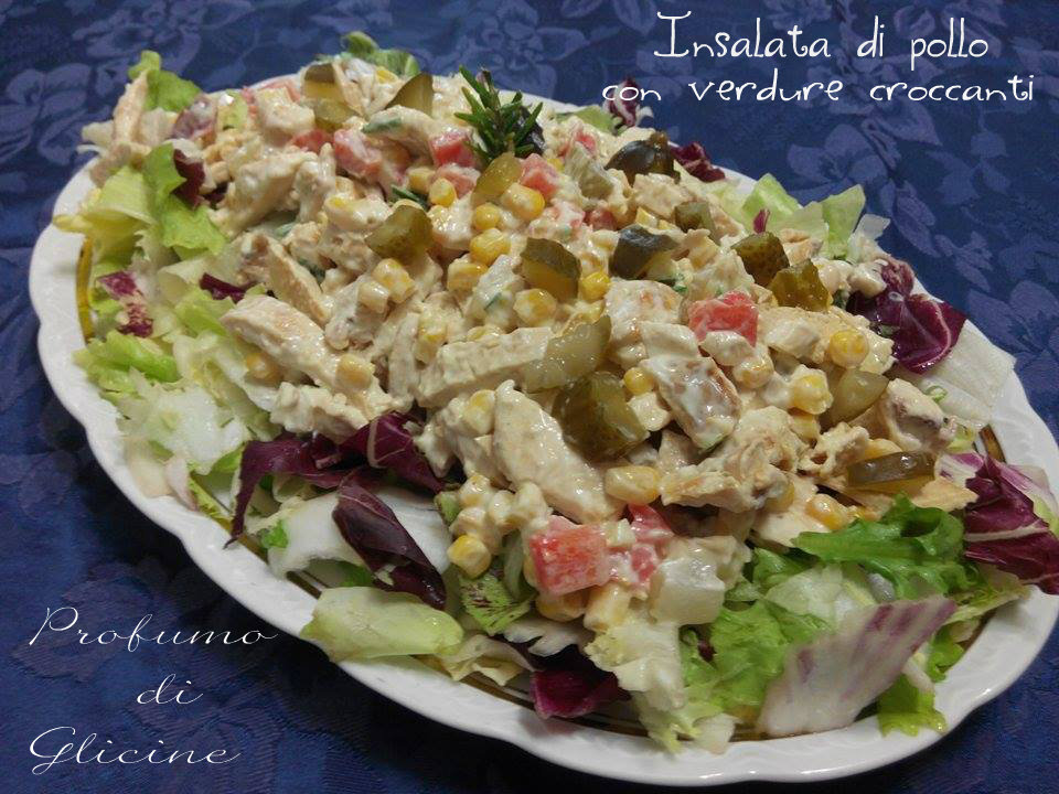 Pollo a insalata con verdure croccanti