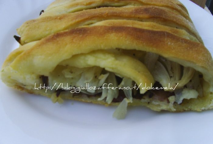 Strudel salato con cipolle radicchio e pecorino