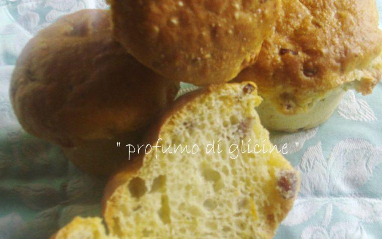 Tortini con fiori di zucchine salame e formaggio primo sale