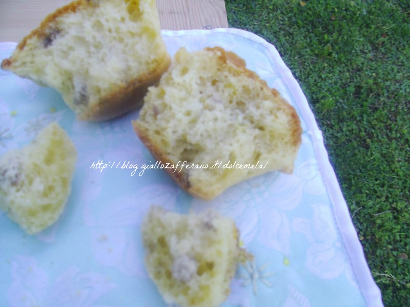 tortini con salame fiori di zucca e formaggio da profumo di glicine