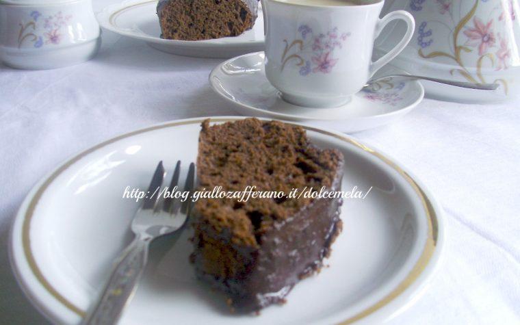 Ciambella al cacao con glassa al cioccolato