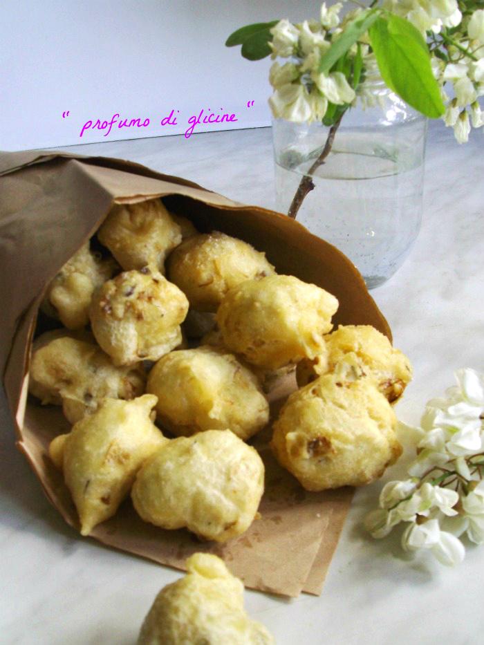 Frittelle con fiori di robinia