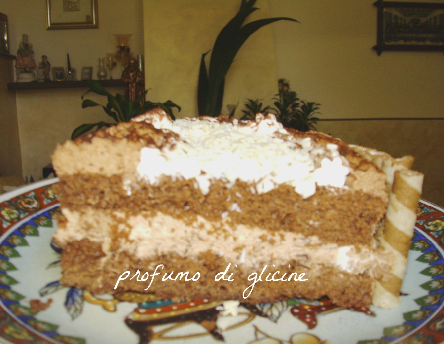 torta ricca per un compleanno speciale