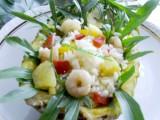 Insalata di riso con gamberi e ananas ricetta per l'estate nella cucina di profumo di glicine