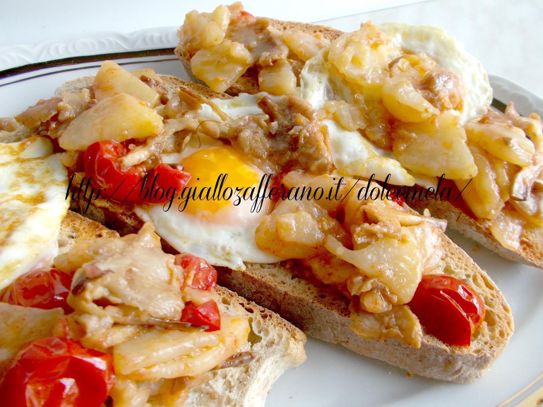 crostoni con funghi e patate al peperoncino ricetta vegetariana nella cucina di profumo di glicine
