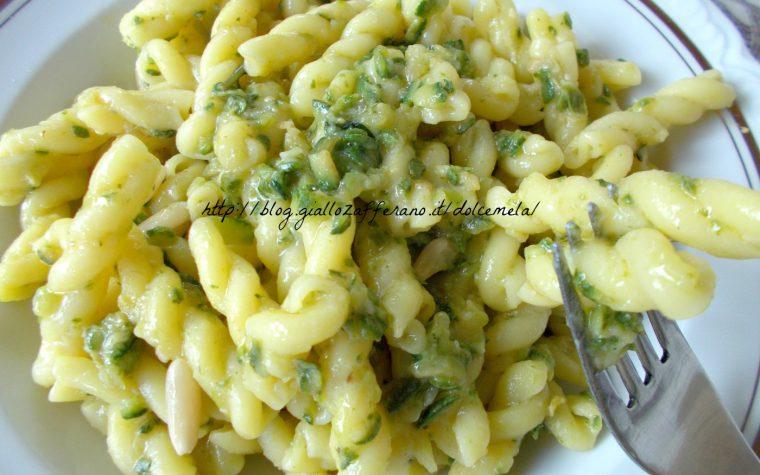 Riccioli al limone con zucchine e pinoli – ricetta semplice