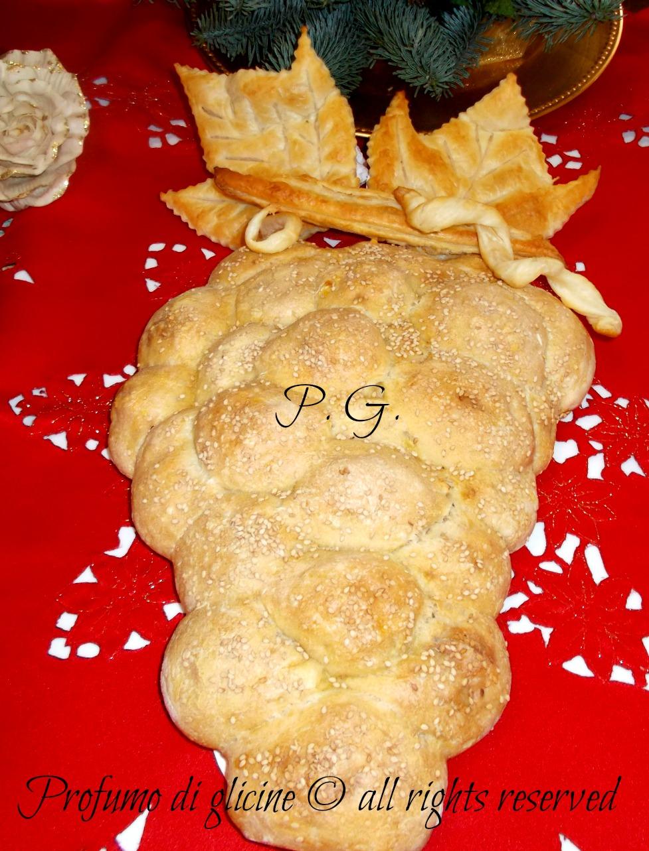 antipasto di Natale grappolo di pane con sorpresa