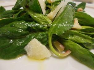 spinaci crudi in insalata