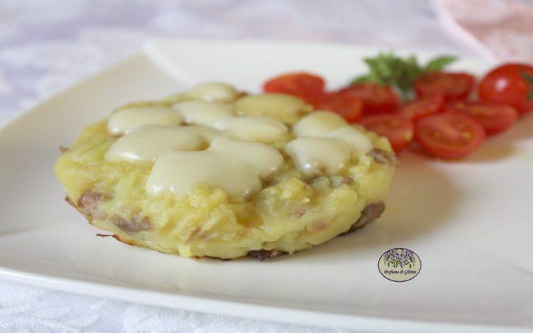 Tortini di patate e salsiccia con formaggio filante