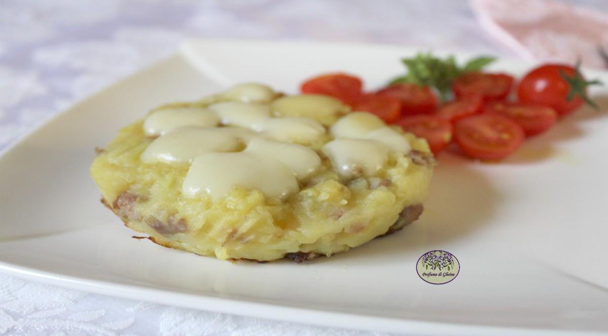Tortini di patate con salsiccia e formaggio filante