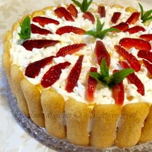 Torta tiramisu alle fragole – ricetta dolce fresco estivo