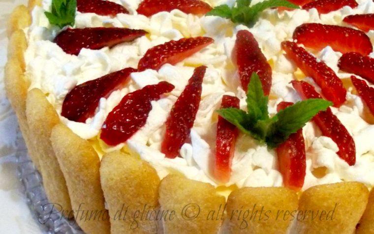 Torta tiramisù alle fragole - ricetta dolce fresco estivo