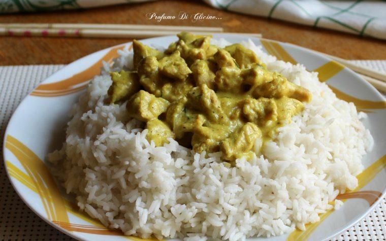 Bocconcini di pollo al curry con riso Basmati