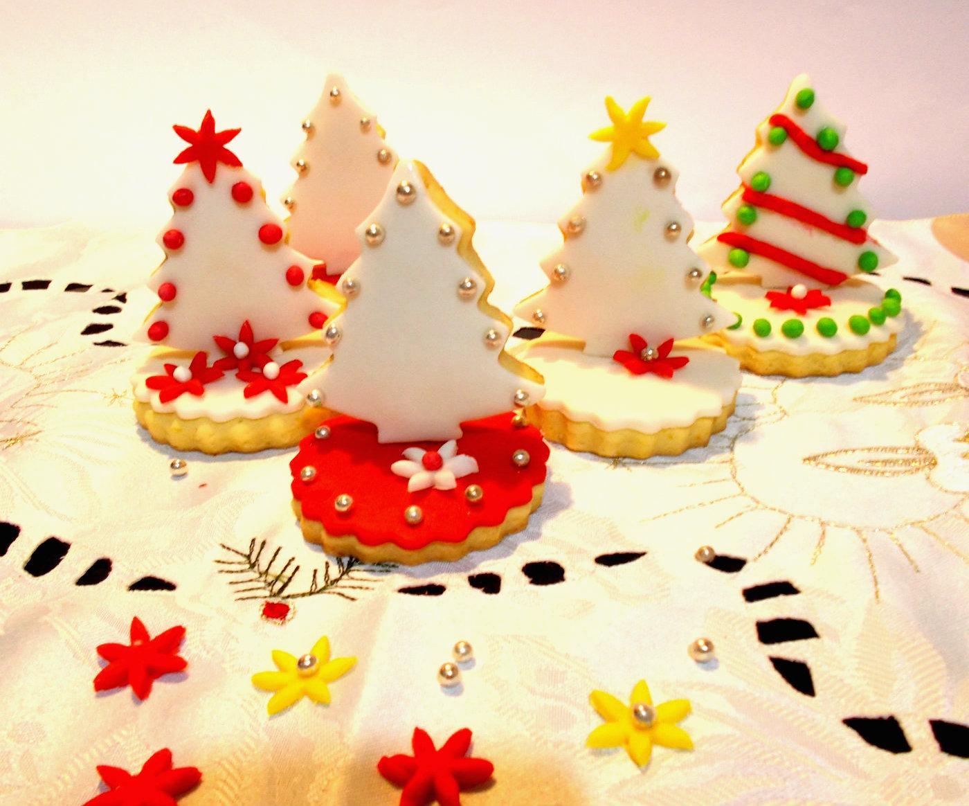 Segnaposto Natalizi Pasta Di Zucchero.Biscotti Alberello Di Natale Decorati Con Pasta Di Zucchero
