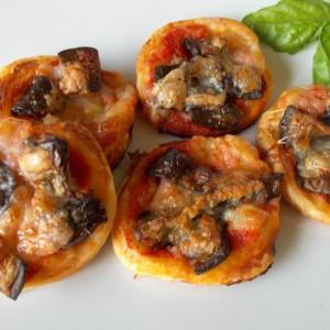Pizzette di sfoglia alle melanzane