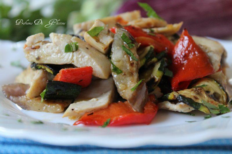Insalata di pollo con verdure grigliate