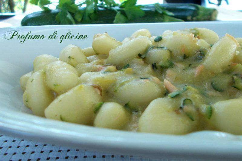 Gnocchi zucchine e salmone  ∼ Profumo di Glicine