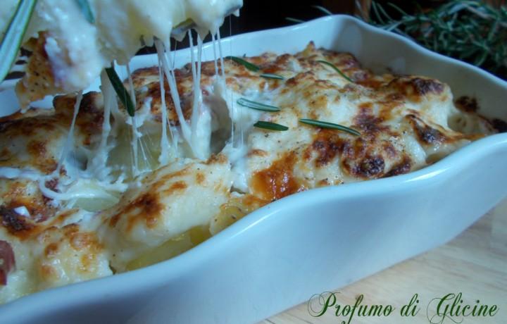 Patate gratinate con pancetta e formaggio