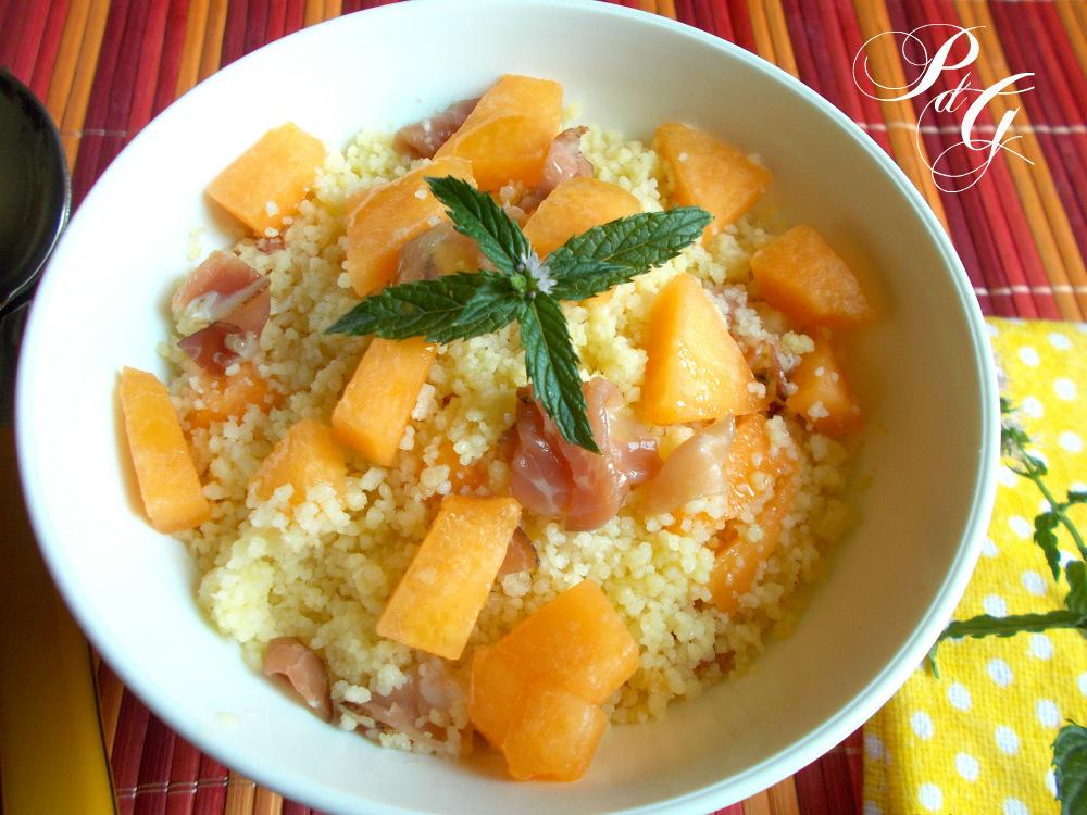 Insalata di cous cous con melone e speck
