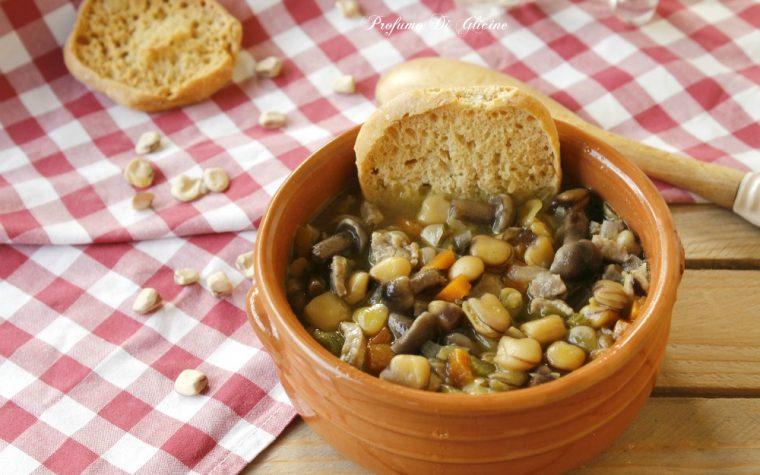 Zuppa di cicerchie con funghi
