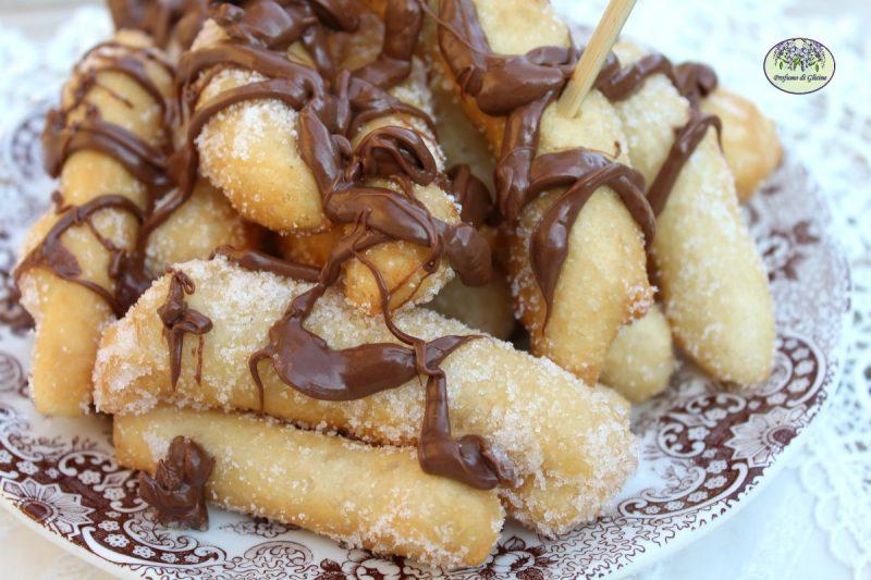 Angioletti fritti o scugnizzi con nutella