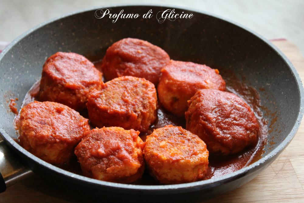 Polpette di ricotta al sugo - ricetta vegetariana
