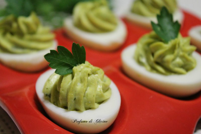 Uova farcite agli asparagi