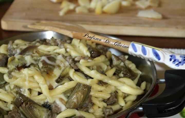 Fusilli carciofi e salsiccia – ricetta primi piatti veloci
