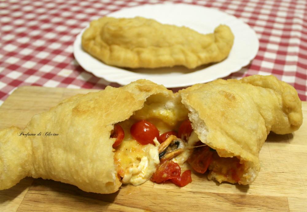 Pizza fritta pomodorini e cozze