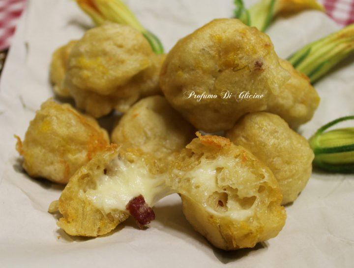 Frittelle con fiori di zucca salame e scamorza
