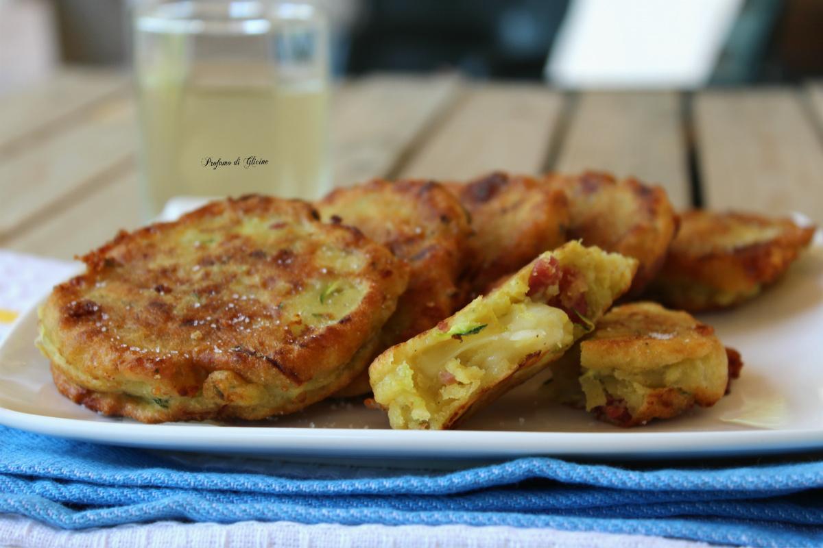 Frittelle di patate e zucchine con salame e provola