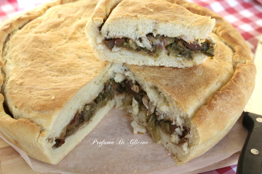 Pizza di scarola con oliva e baccalà
