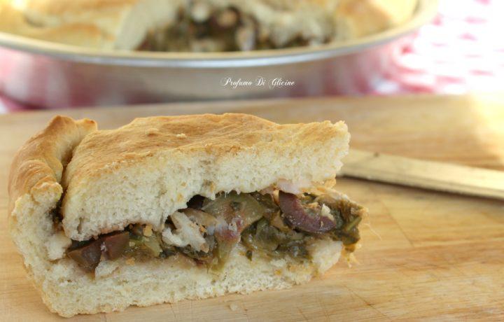 Pizza di scarola con olive e baccalà