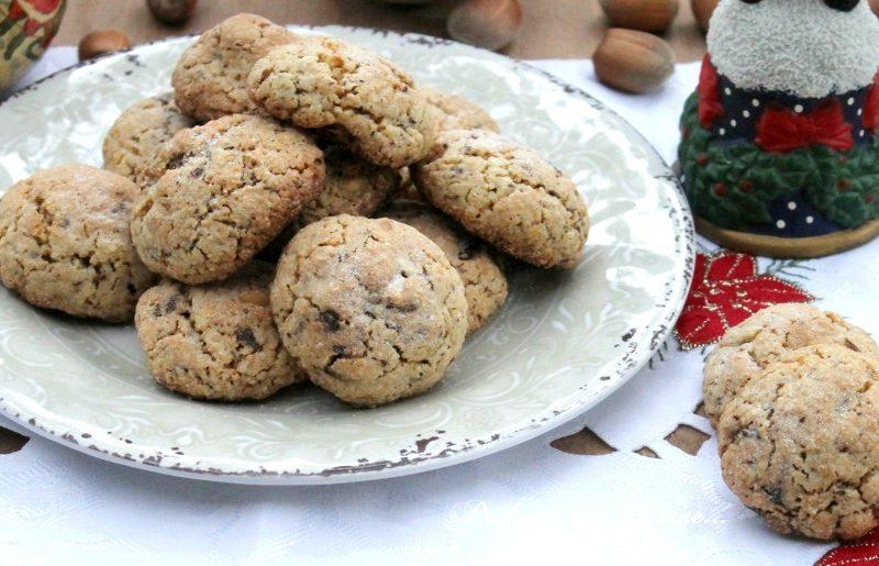 Biscotti cioccolato e nocciole tipo cookies ma senza burro
