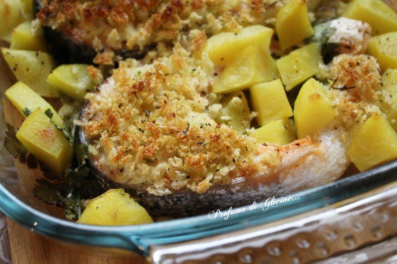 Salmone gratinato al forno con patate