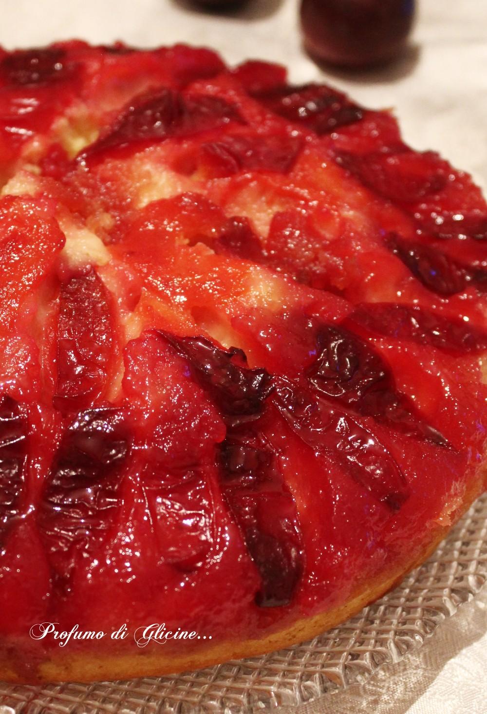 Torta caramellata alle prugne