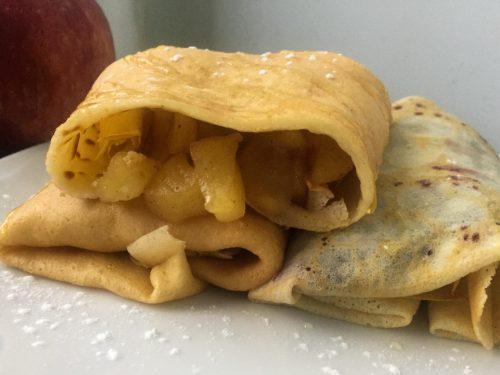 Crepes dolci con composta di mele e cannella