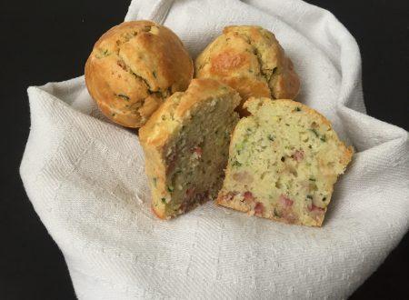 Muffin salati con zucchine speck e provola