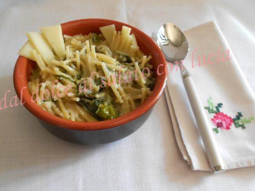 Spaghetti spezzati in minestra di scarole