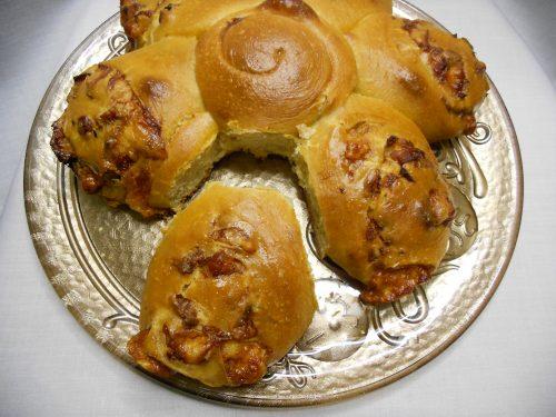 Pan brioche salato a forma di fiore (con lievito madre o lievito di birra)