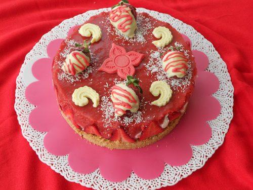Cheesecake cocco e fragole e tanti auguri di Buona Pasqua